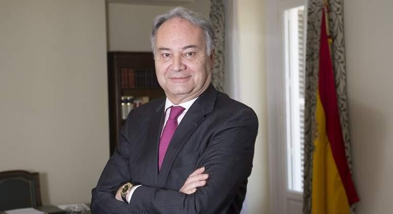 """Juan Carlos Estévez: """"Los procuradores somos imprescindibles; si no existiéramos, habría que inventarnos"""""""